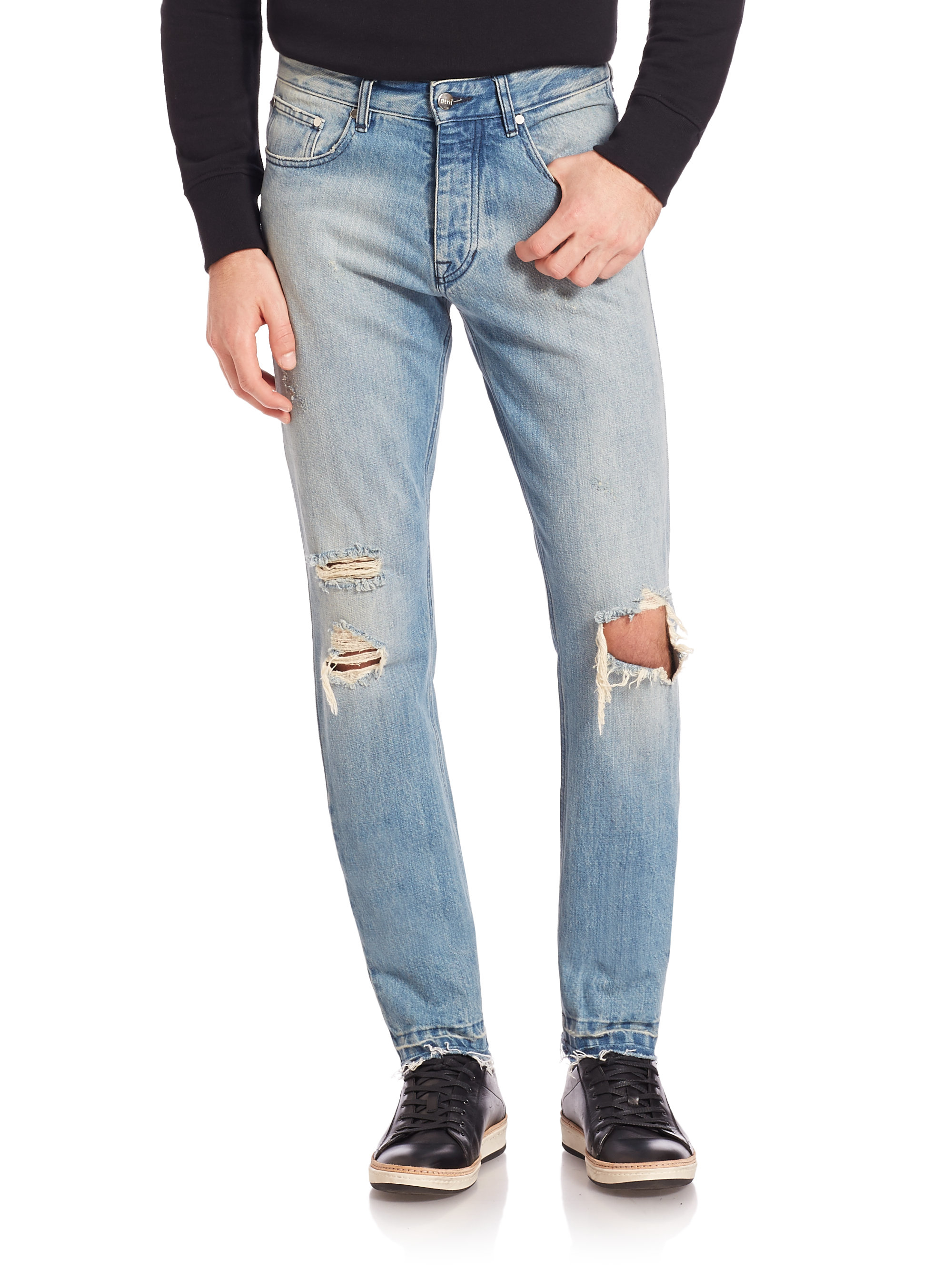 Distressed jeans for women are available with a variety of options. From low rise to super high rise, you can find distressed and destroyed jeans to suit any style. Additionally, you can choose to get ripped skinny jeans for women or go with a looser, more casual fit like boyfriend jeans or mom jeans.