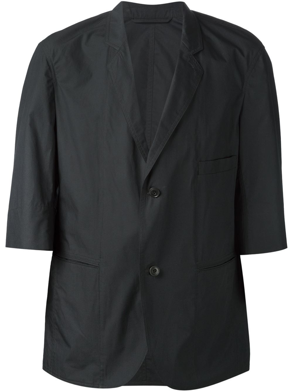 Short Sleeve Jacket. When making a fashion statement, a short sleeve jacket allows a woman or a junior to do so with style and grace. Though a jacket is typically thought of as having long sleeves in order to provide the maximum in warmth, short sleeve styles offer a degree of warmth, while also allowing a junior or a woman to show off her sense of style.