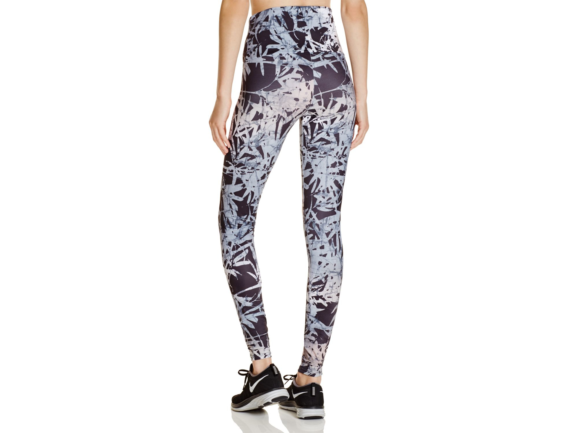 Onzie Bamboo Print High-rise Leggings in Natural | Lyst
