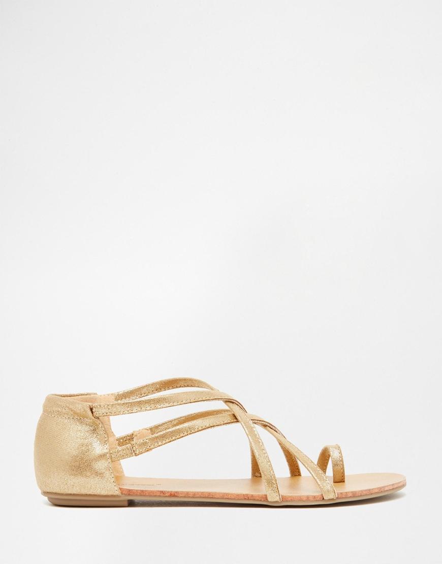 c3703ae3b68277 Lyst - London Rebel Strappy Toepost Flat Sandals in Metallic