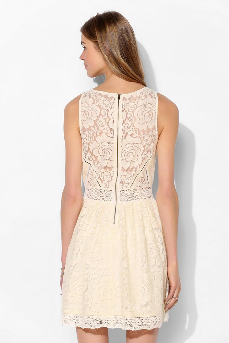Bella lace dress