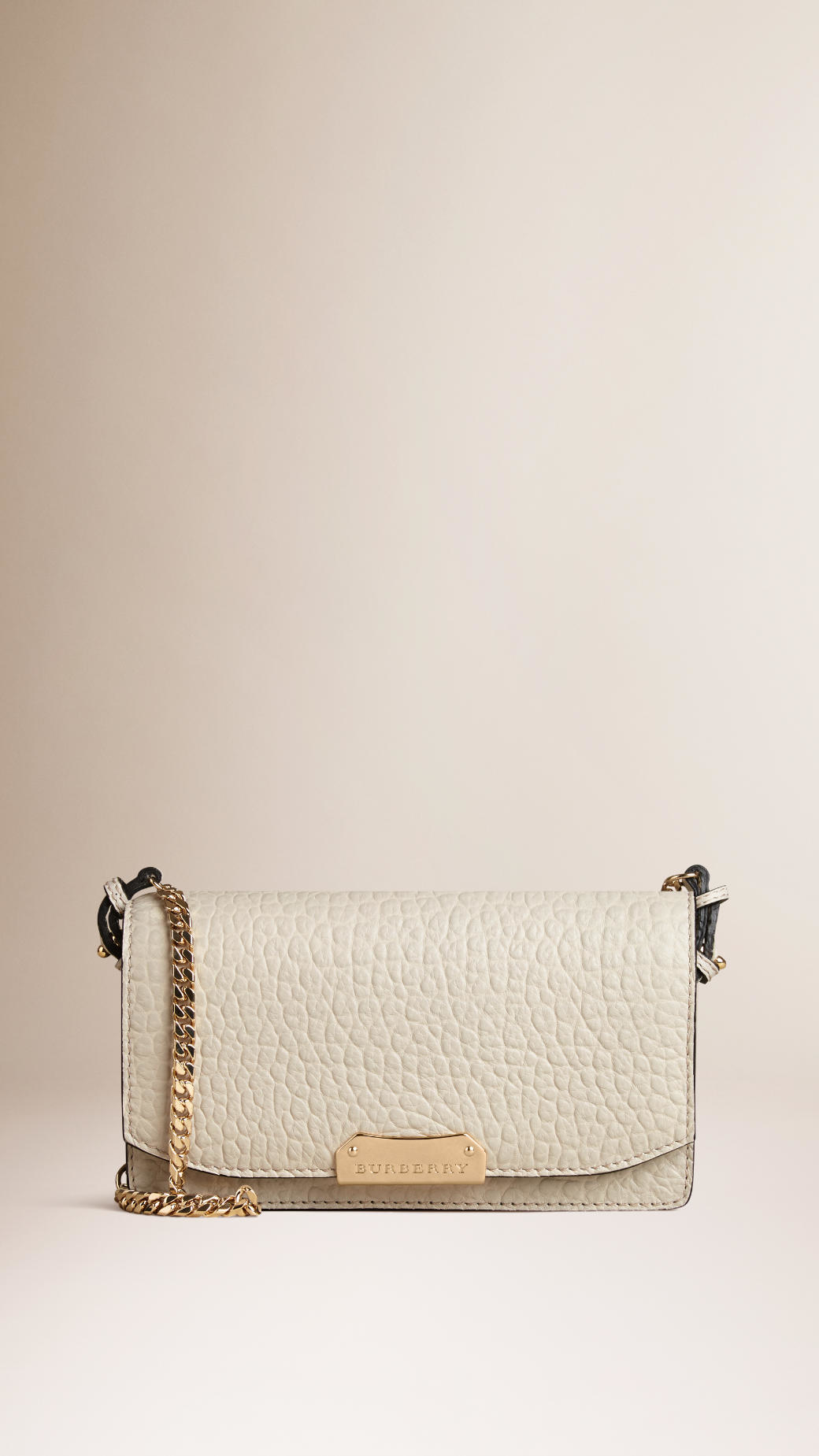1d72acf71806 Lyst - Burberry Small Signature Grain Leather Clutch Bag With Chain ...