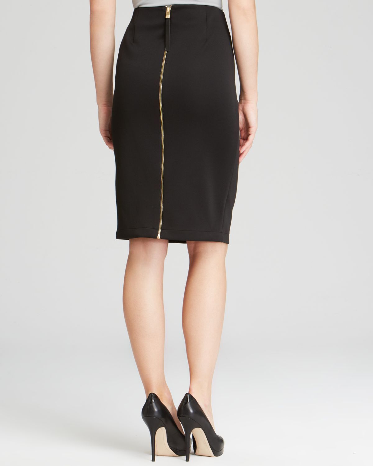 Vince camuto Back Zip Pencil Skirt in Black | Lyst
