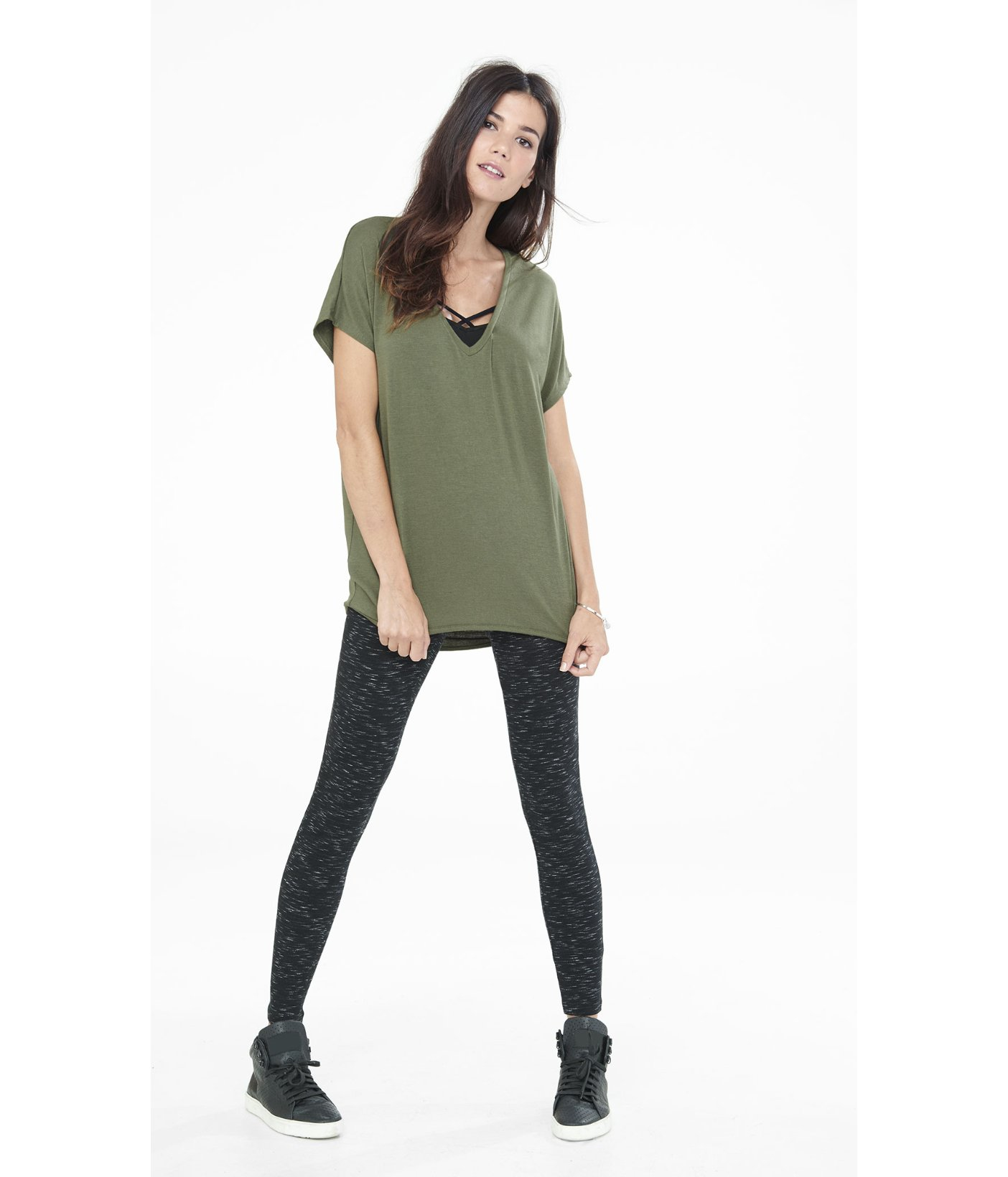 09aa84727b4ea8 Lyst - Express One Eleven Short Sleeve V-neck Tunic Tee in Green