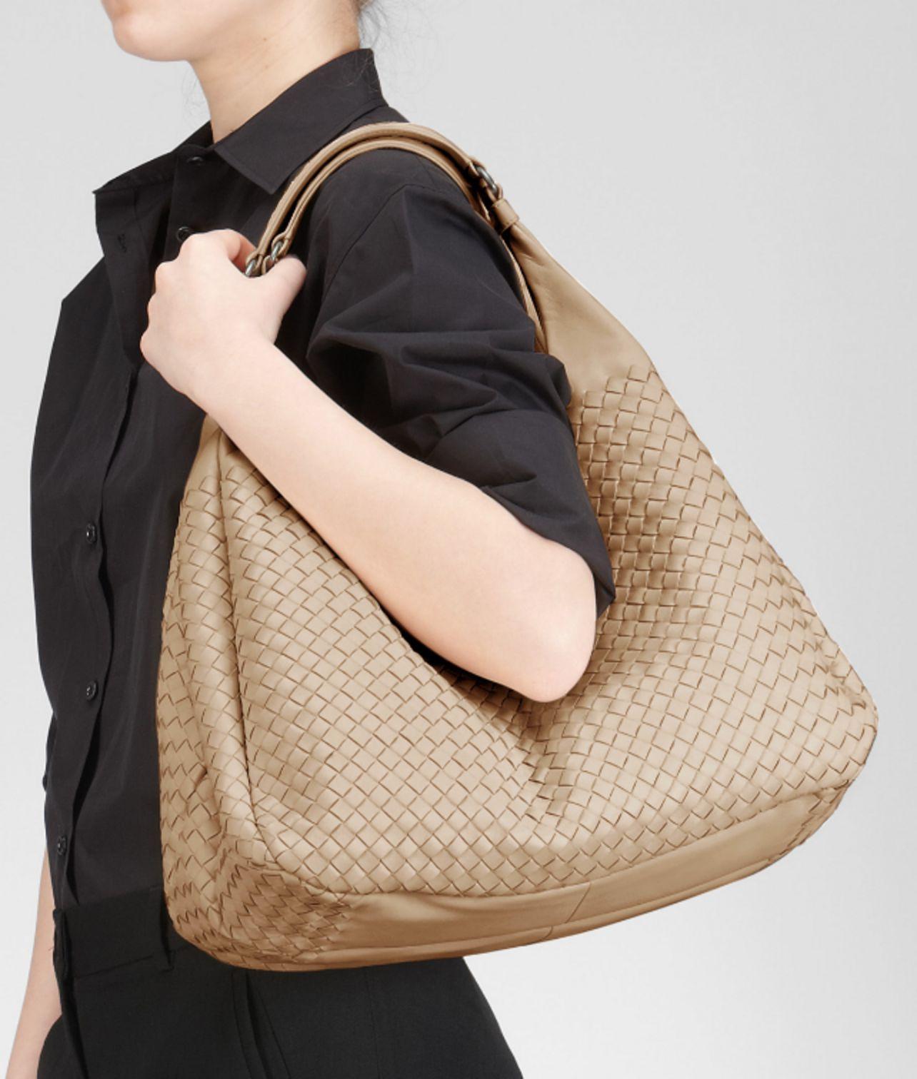 ... Shoulder Bag  low priced dc056 e2a86 Lyst - Bottega Veneta Walnut Intrecciato  Nappa Campana Bag i ... d0274309b93bf