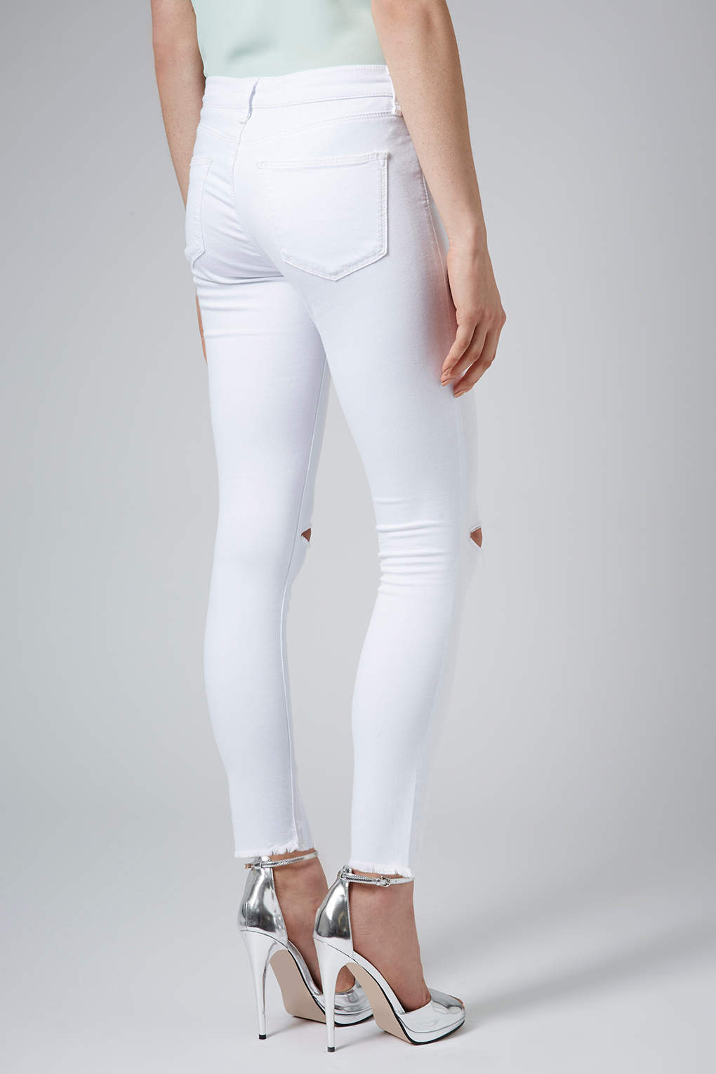 topshop petite moto white ripped leigh jeans in white lyst. Black Bedroom Furniture Sets. Home Design Ideas