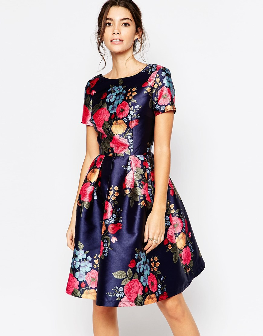 The Brooks Brothers collection of girls' dresses and skirts is ready for anything from school days to family parties. Legendary quality and customer service are a click away.