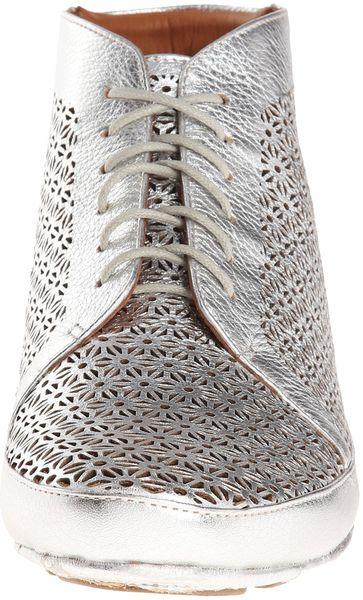 Gentle Souls Sole Cute In Silver Silver Metallic Lamba