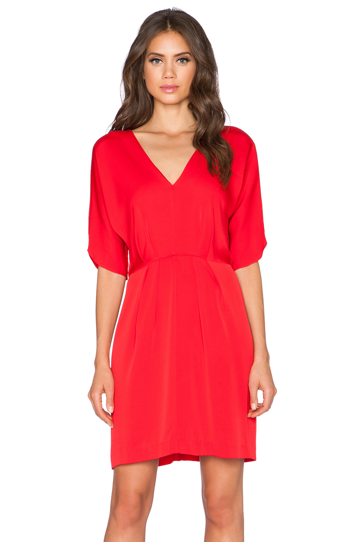 Платье с в образным вырезом без рукава