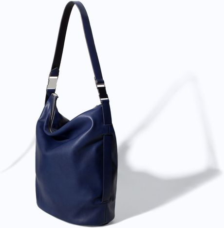 Zara Bucket Bag with Metallic Details in Blue (Navy blue)