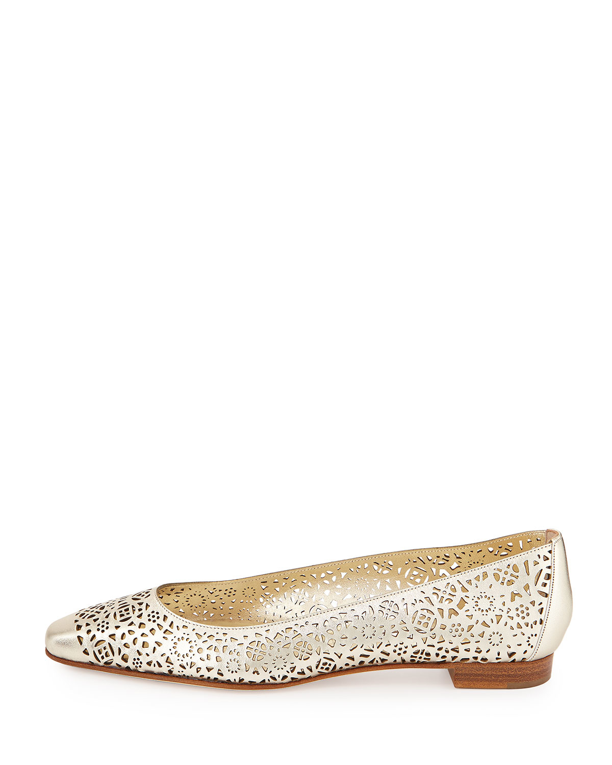 manolo blahnik black and white wingtip flats