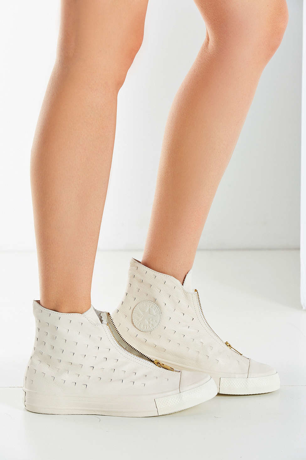 02225f65a51 Gallery. Previously sold at  Urban Outfitters · Women s Converse Chuck  Taylor ...