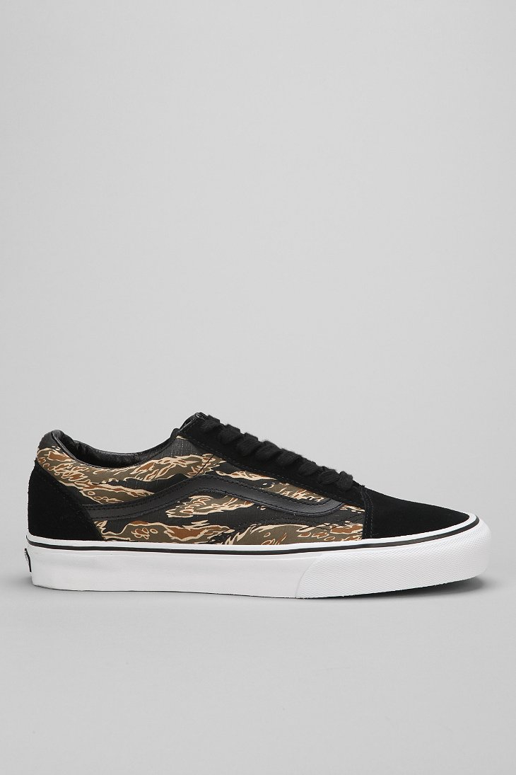 3245aba9e9 Gallery. Previously sold at  Urban Outfitters · Men s Vans Old Skool ...