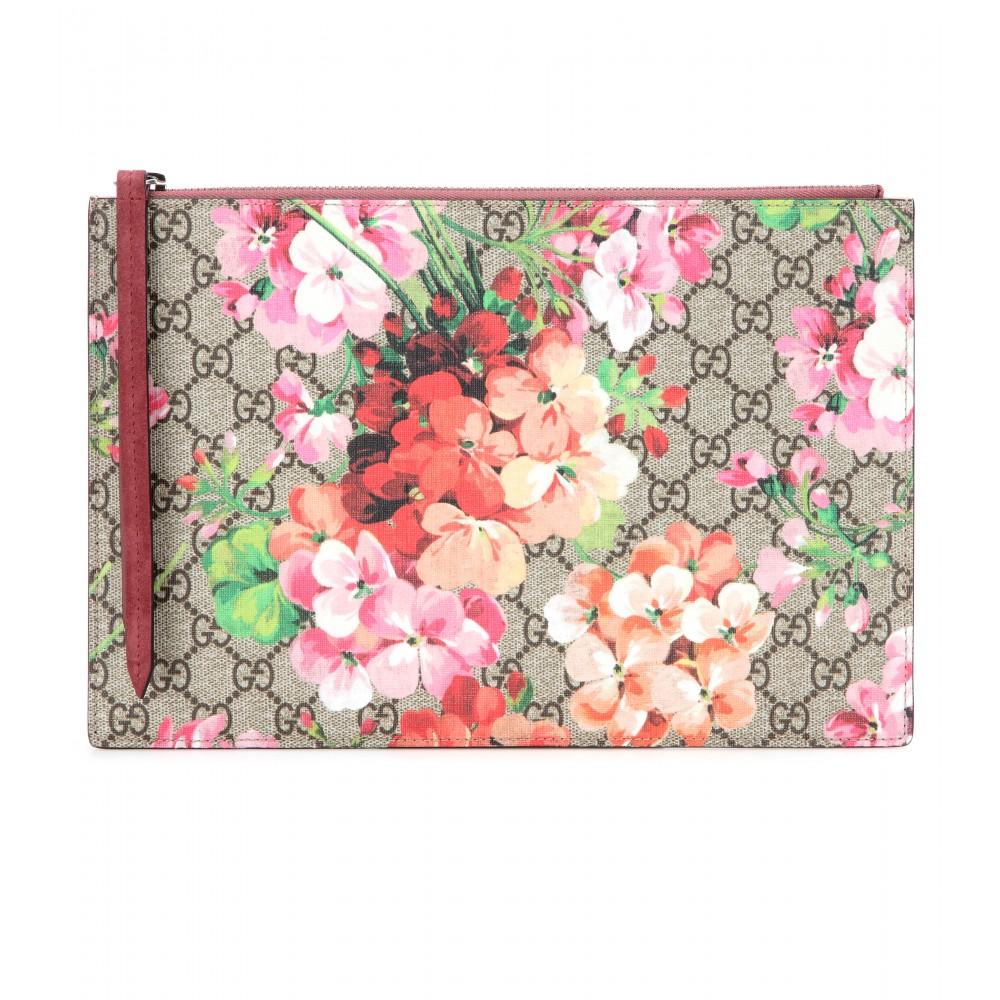 04883406c25 Lyst - Gucci Gg Blooms Printed Clutch