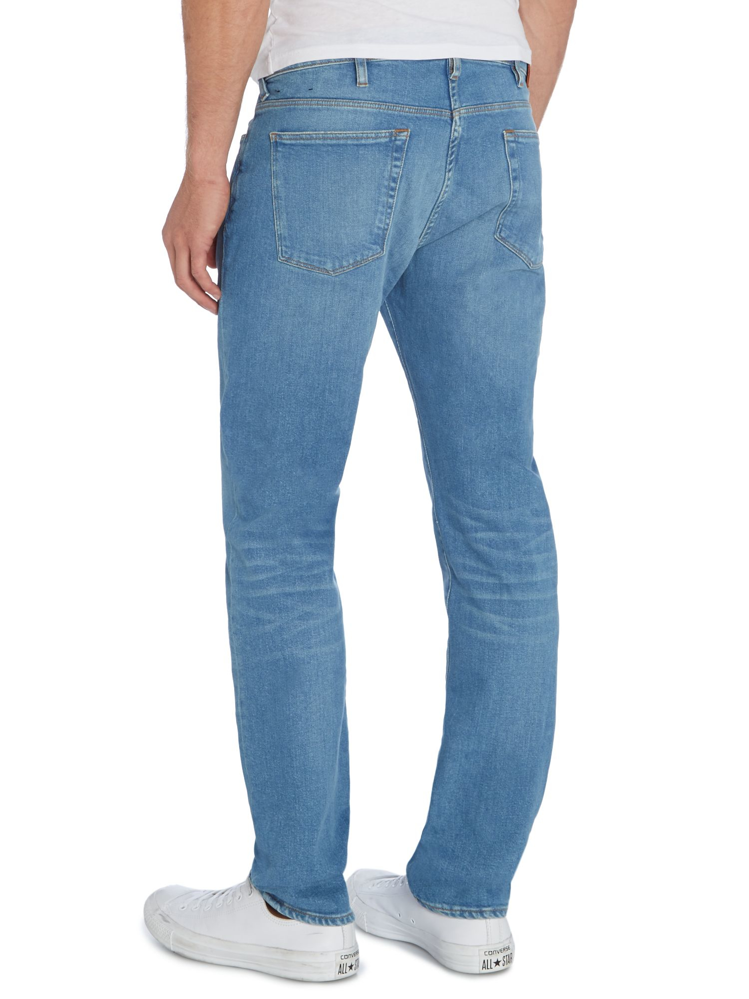 Light wash jeans should be the be the easiest purchase you make this season. These are the best pairs of denim for men.