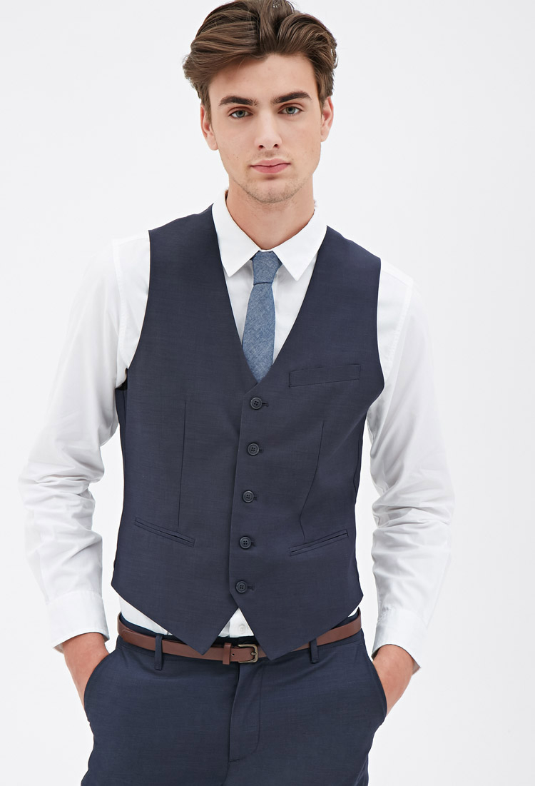 Types of men's big and tall suit vests. Worn with a suit in a different pattern, a vest offers a fun, casual, retro look. Paired with a long-sleeve dress shirt, a suit vest creates a stylish, business casual ensemble.