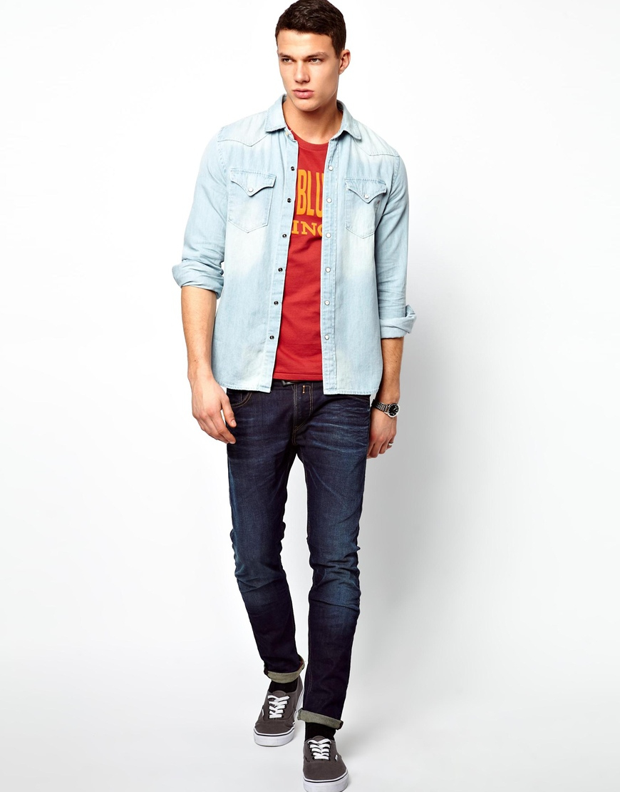 Whether the T-shirt in question is red, green, black, blue, orange, yellow, purple, white, gray, beige, pink or some other color, it matches blue jeans. Jeans and a tee make for easy dressing for the millions of us who love to wear our blue jeans every chance we get.