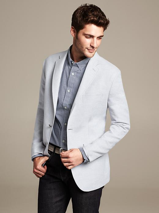 A light grey blazer is a popular shade to go for, giving you a clean, sleek look but leaving you with a brighter and more striking finish. You can easily go for a uniformed look with a light grey blazer and light grey trousers, giving you a formal look that maintains a cool edge.