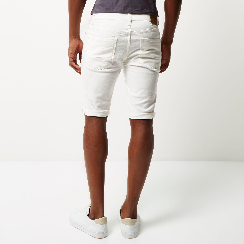 These men's Levi's slim jeans feature whisker details.