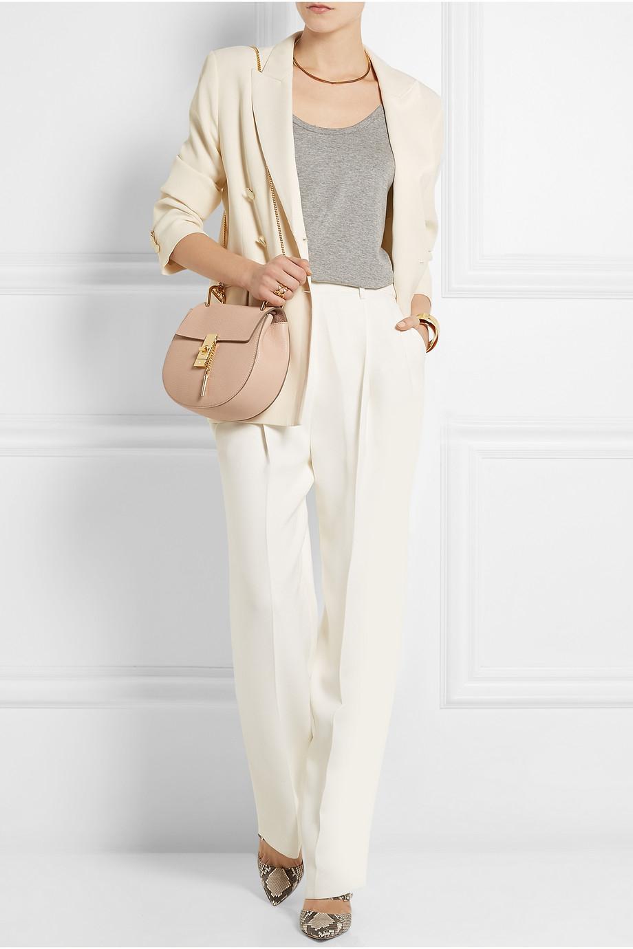 8b00f264802cc Chlo   Drew Medium Textured-Leather Shoulder Bag in Pink | Lyst