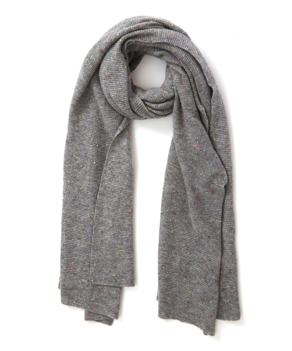 Channel a British heritage look by accessorising with a soft cashmere scarf in classic tartan. Made from softest cashmere, this unisex grey Buchanan scarf is the perfect treat for yourself or a luxurious gift for someone special.