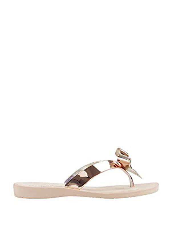 0dcccaf5fcfaea Lyst - Guess Tutu9 Flat Sandal in Metallic