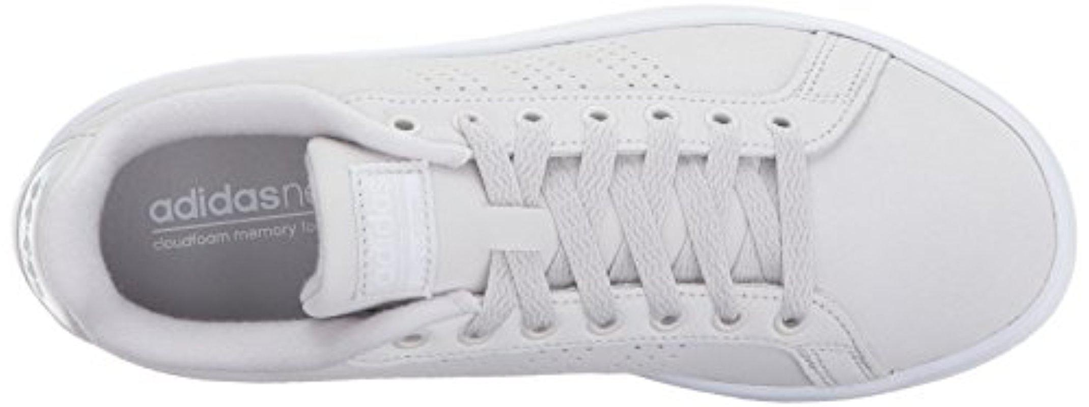 lyst adidas originali cloudfoam vantaggio pulito scarpe in grigio.
