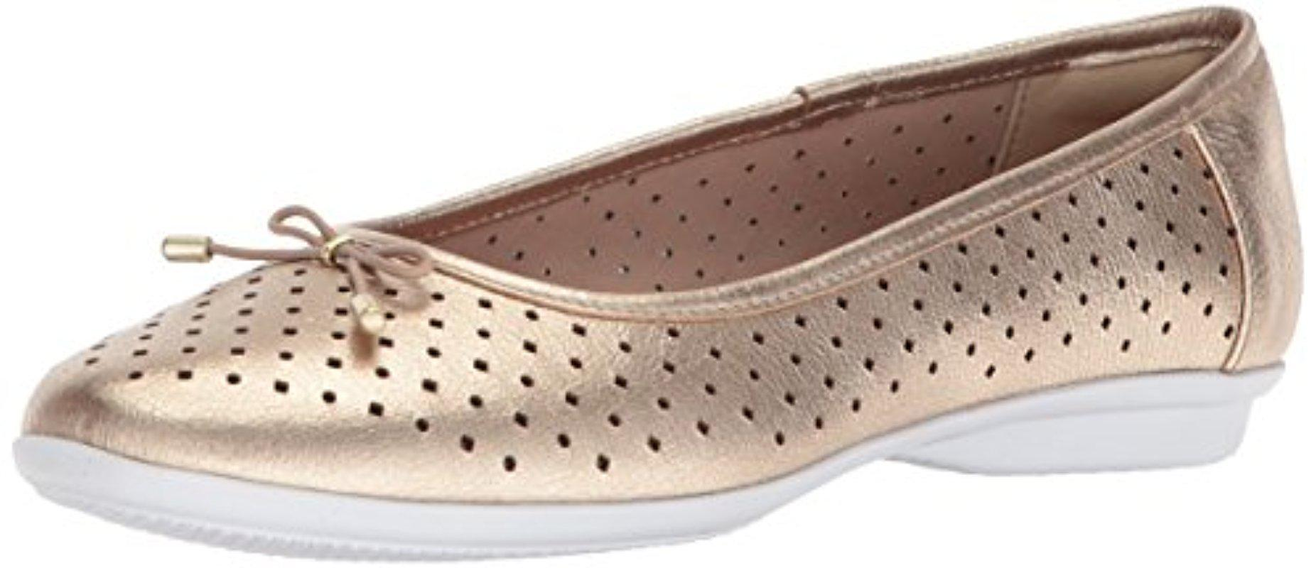 Clarks Gracelin Perforated Leather Ballet Flat ePtNO