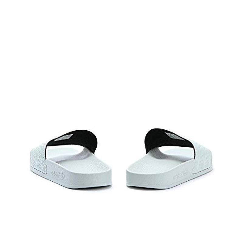 timeless design b66a6 15968 adidas. Adilette, Chaussures de Plage  Piscine Homme ...
