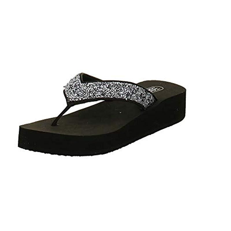 666cd62342e2 Esprit  s Dolly Thong Mules in Black - Lyst
