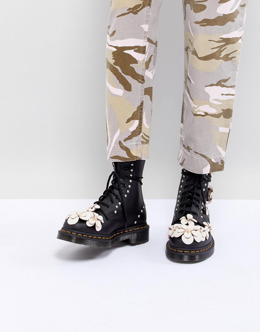 a6567bb1e2e Lyst - Bottes à lacets avec fleur en 3D Dr. Martens en coloris Noir