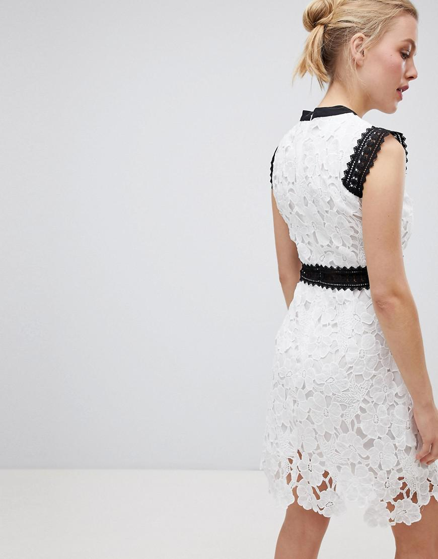 3141a3ee38f Liquorish Contrast Lace Skater Dress in White - Lyst