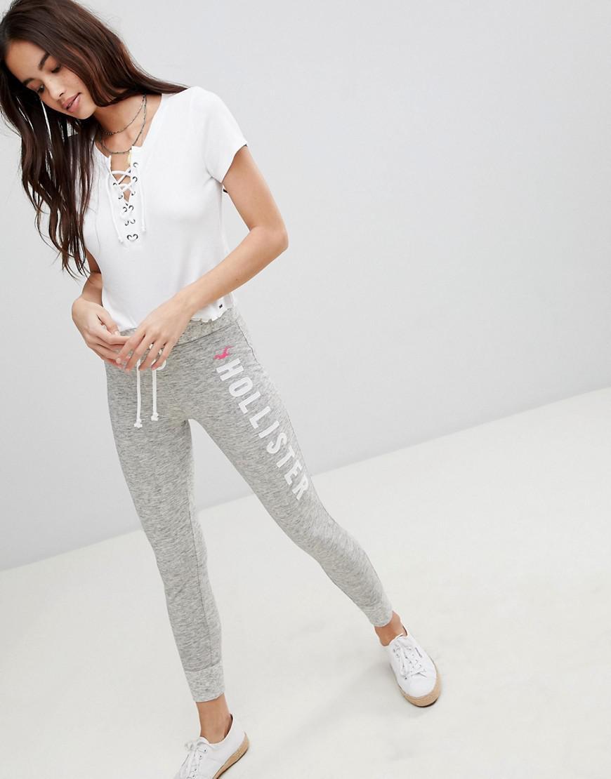official shop buy popular online here Pantalon de jogging ajusté à logo Hollister en coloris Blue