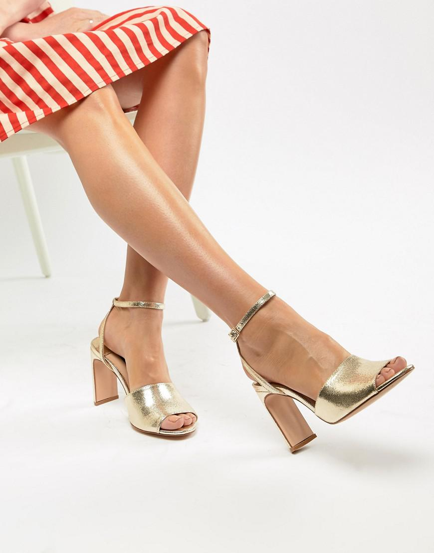 985f465ff61ebc Lyst - Stradivarius Metallic Heeled Sandals in Metallic