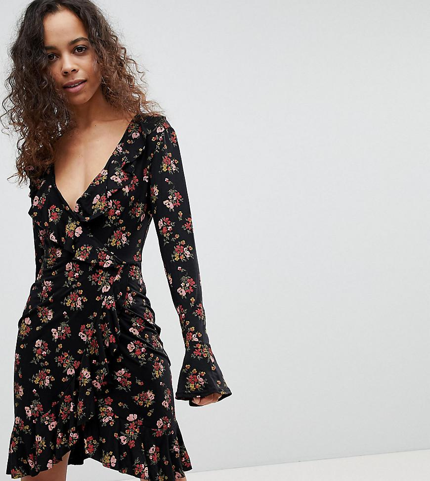 ccf905bdc39c Boohoo Floral Print Tea Dress in Black - Lyst