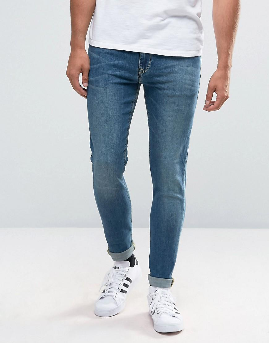 Men's Skinny Jeans. For a lot of guys, skinny jeans are the number one choice. Consistently one of the most popular items of men's clothing, skinny jeans have been a style staple for decades. In addition to being an enduring style of men's jeans, skinny jeans are also incredibly versatile.