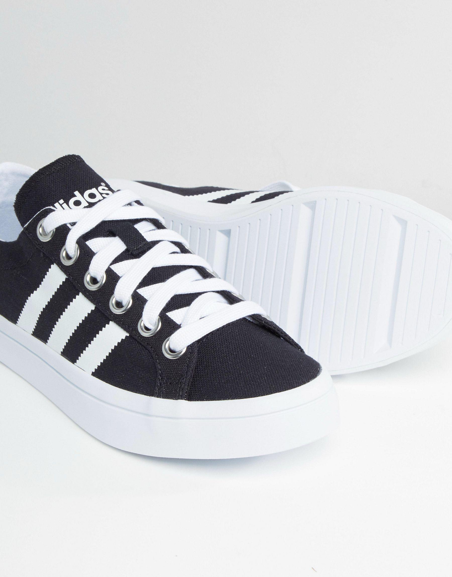 the best attitude 30bb6 a1f5c Lyst - adidas Originals Originals Black And White Court Vantage ...