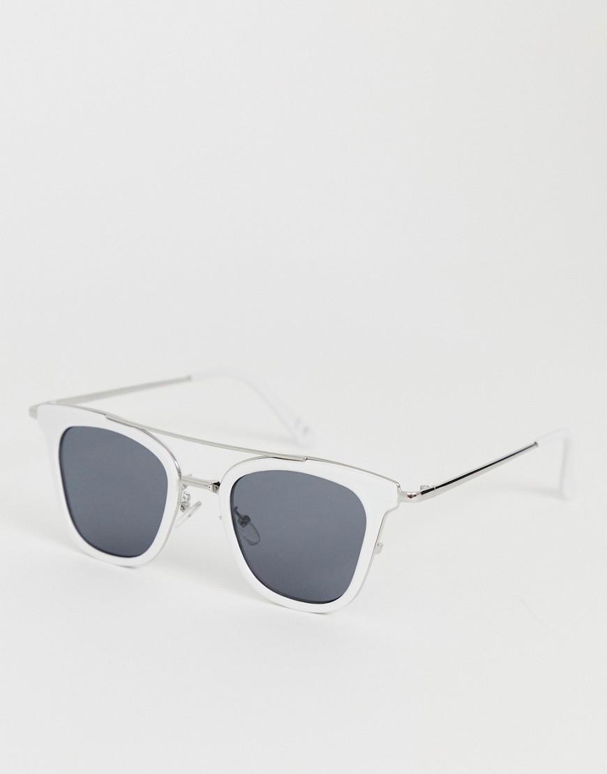 1d0aaebcc3 Gafas de sol de metal plateadas y blancas con lentes ahumadas ...