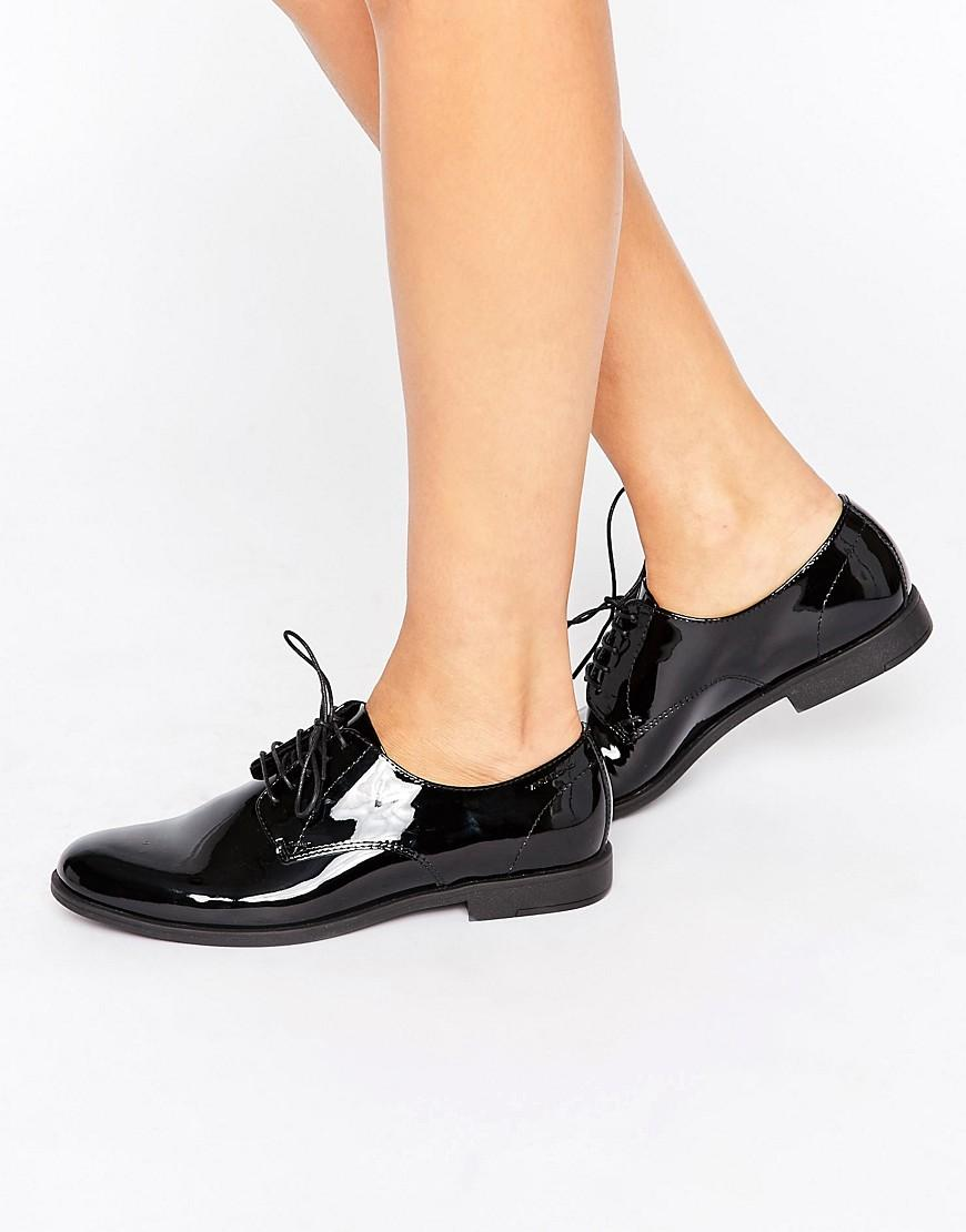 vagabond tay black patent leather lace up shoes in black