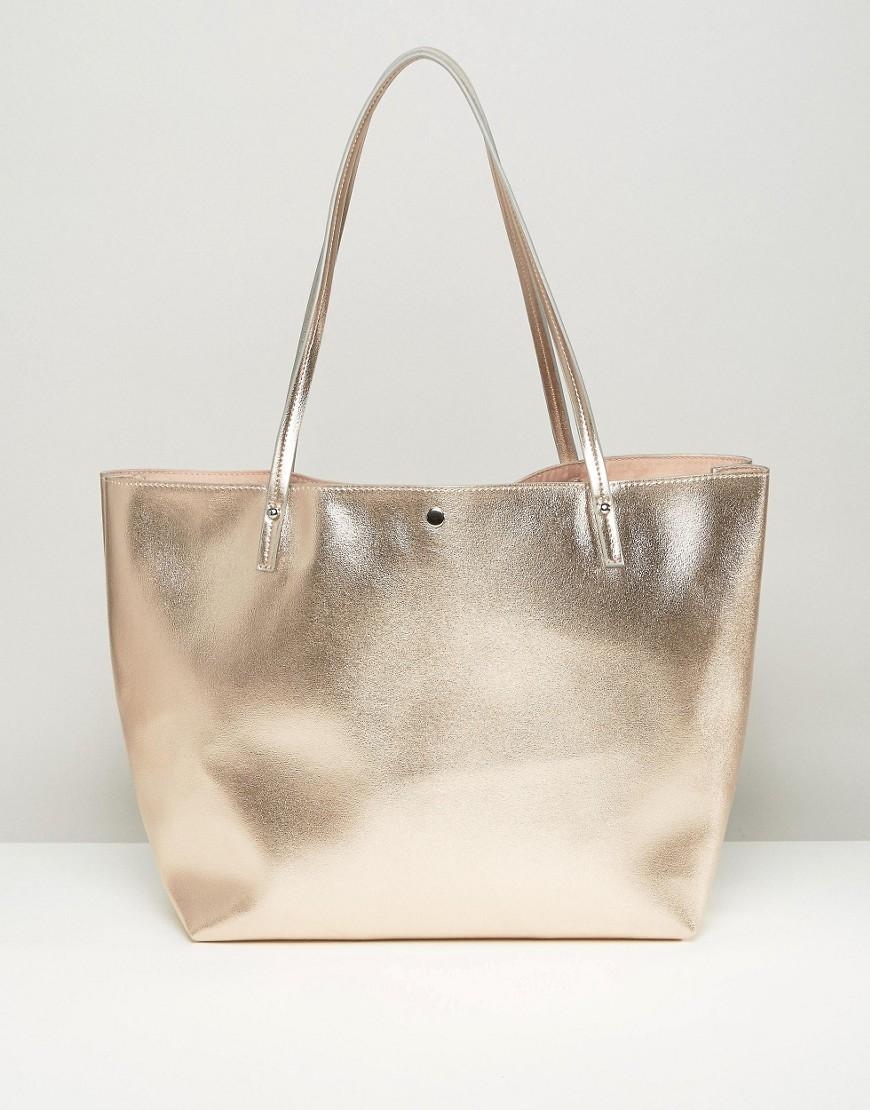 ASOS bag, % leather and cotton lining. It features a fold-over design with a contrast flap, a d-ring magnetic closure to the front, antique style hardware, an across the body strap and a contrasting cotton lining to the interior.