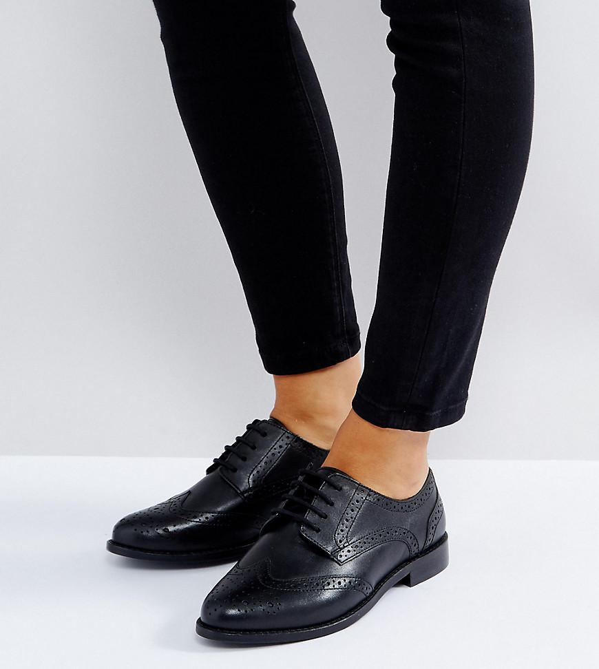 Wide Fit Brogue Shoes In Black Leather With Ribbed Sole - Black Asos seZ0Hyk