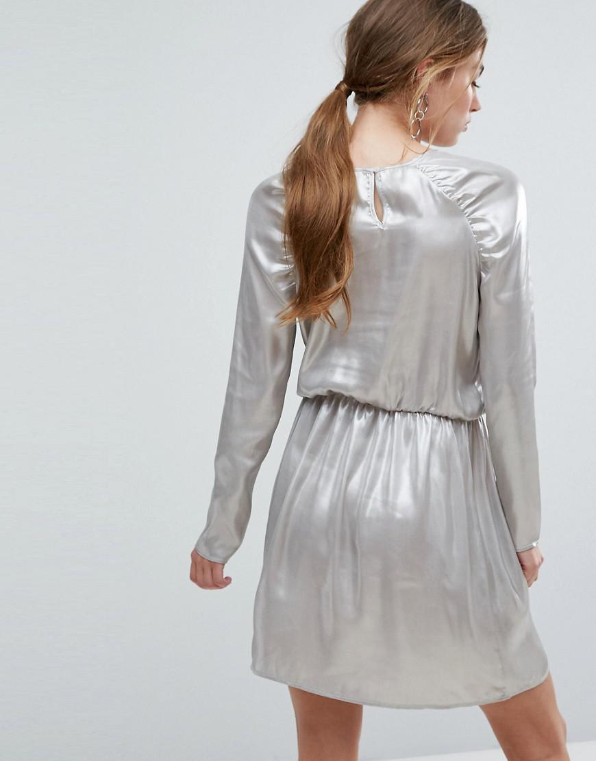 8f18e7b0df3 Lyst - Robe courte manches longues et paules fronces Ivyrevel en coloris  Métallisé