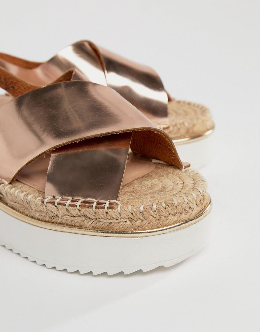 ea4642098527 ASOS Asos Tyson Flatform Sandals in Metallic - Lyst