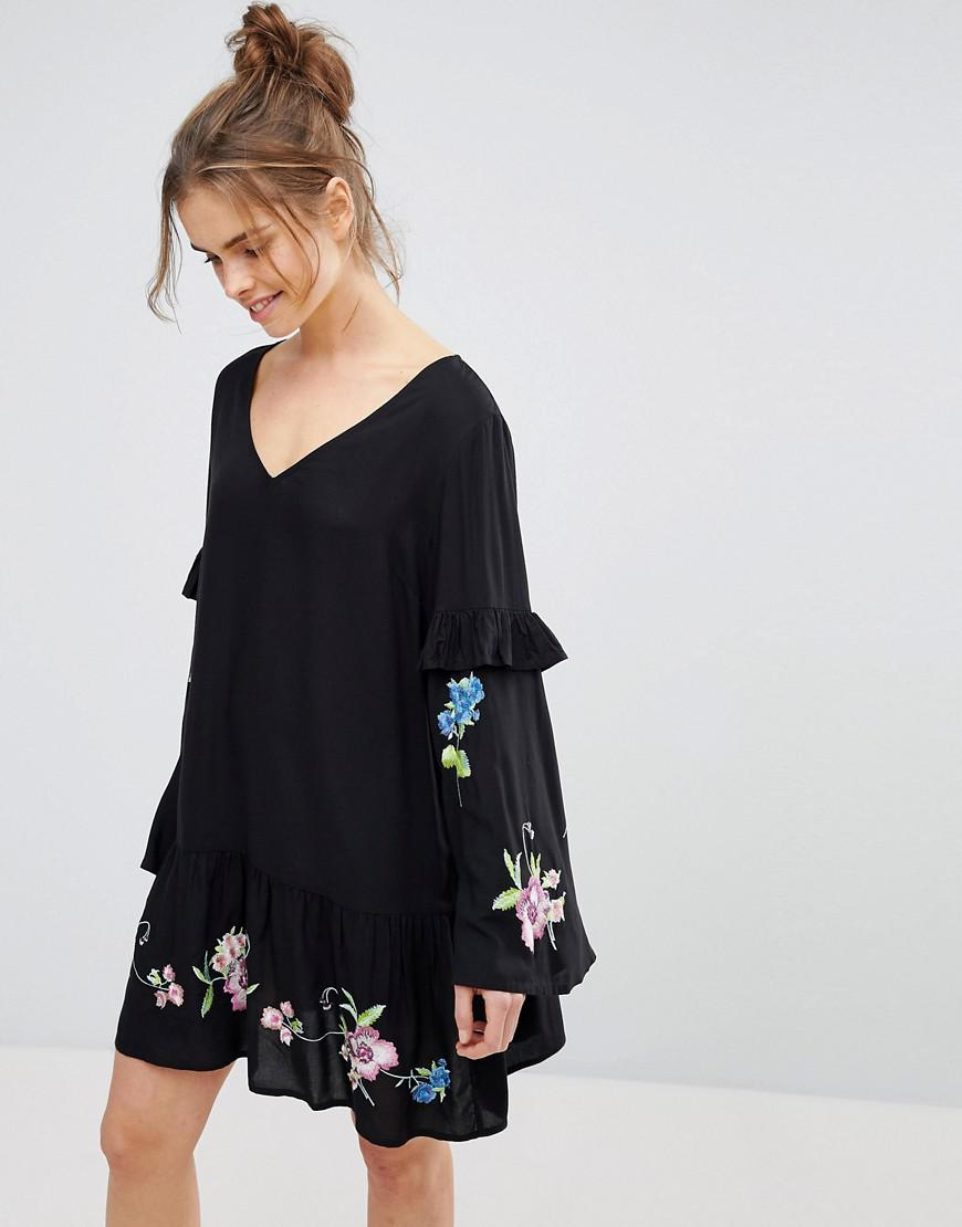 5abfdcef4ee4 Lyst - ASOS Asos Design Maternity Embroidered Hem T-shirt Dress With ...