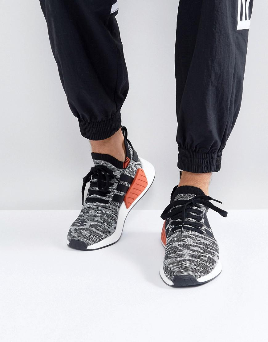 lyst adidas originali nmd r2 primeknit scarpe in nero by9409 in