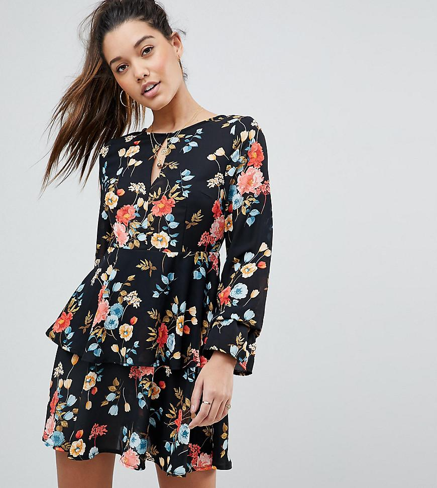 a0a69d180e0 Robe patineuse motif fleuri PrettyLittleThing en coloris Noir - Lyst