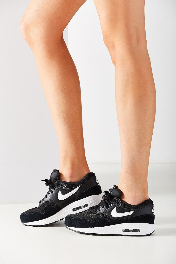 fd3d22bdbb22 Gallery. Previously sold at  Urban Outfitters · Women s Nike Air Max ...