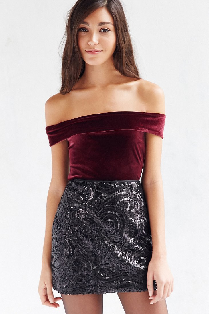e91ac557b1a Lyst - Silence + Noise Arianna Velvet Off-the-shoulder Top in Purple