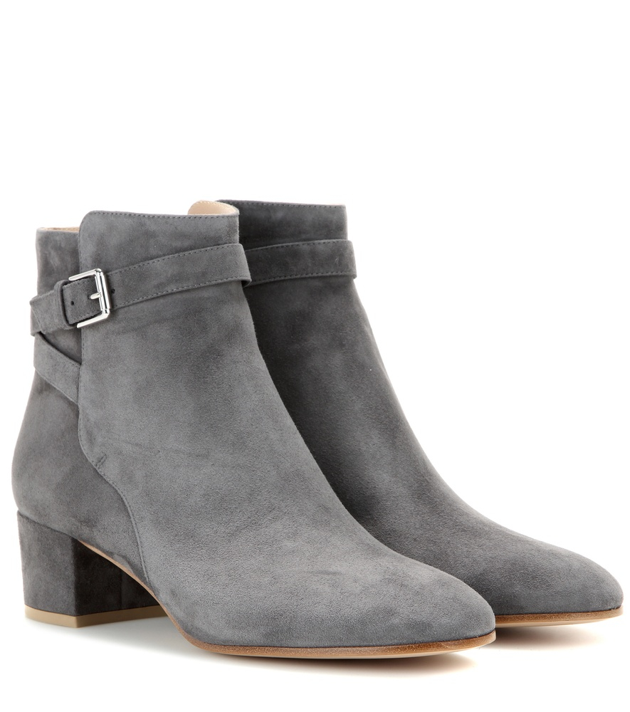 Womens Suede Boots. Suede is a fabric that continues to be fashionable. It's soft, full of texture, and looks great with any outfit. Suede footwear is a smart choice .