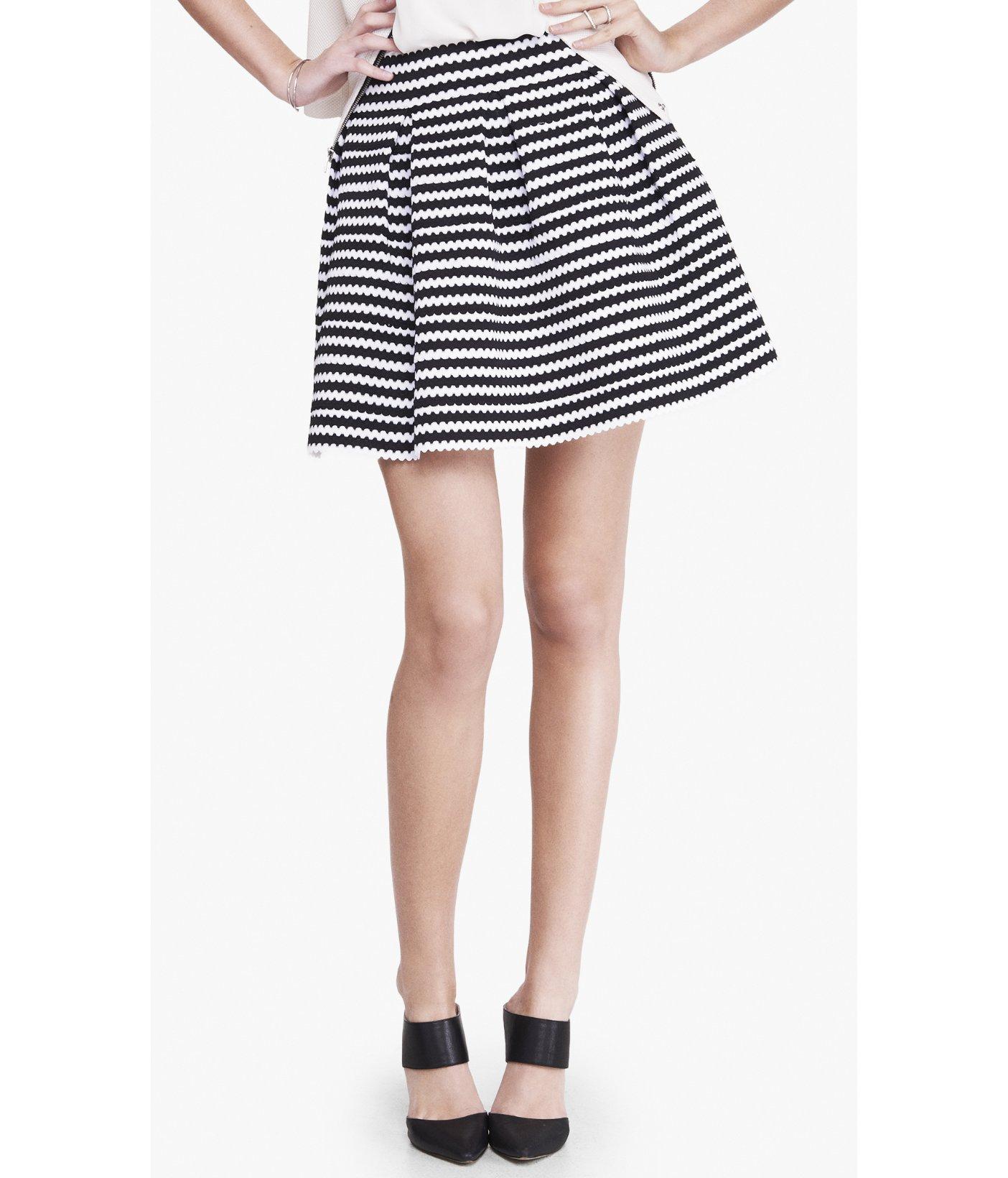 express high waist scalloped elastic stripe skirt in